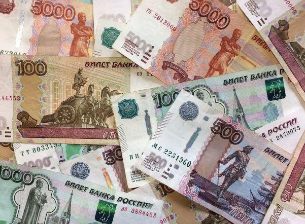 Петростат подсчитал размер пенсий и зарплат в регионе